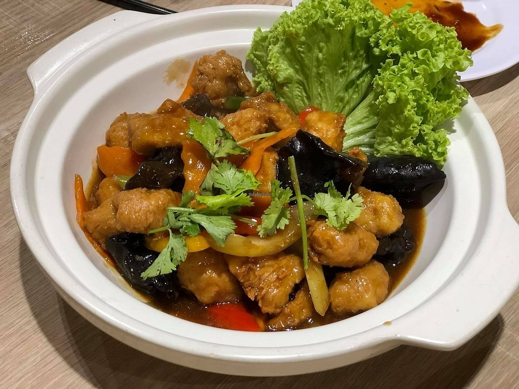 """Photo of Green Signature    by <a href=""""/members/profile/CherylQuincy"""">CherylQuincy</a> <br/>Claypot Sesame Oil Chicken  <br/> February 9, 2018  - <a href='/contact/abuse/image/107812/356945'>Report</a>"""