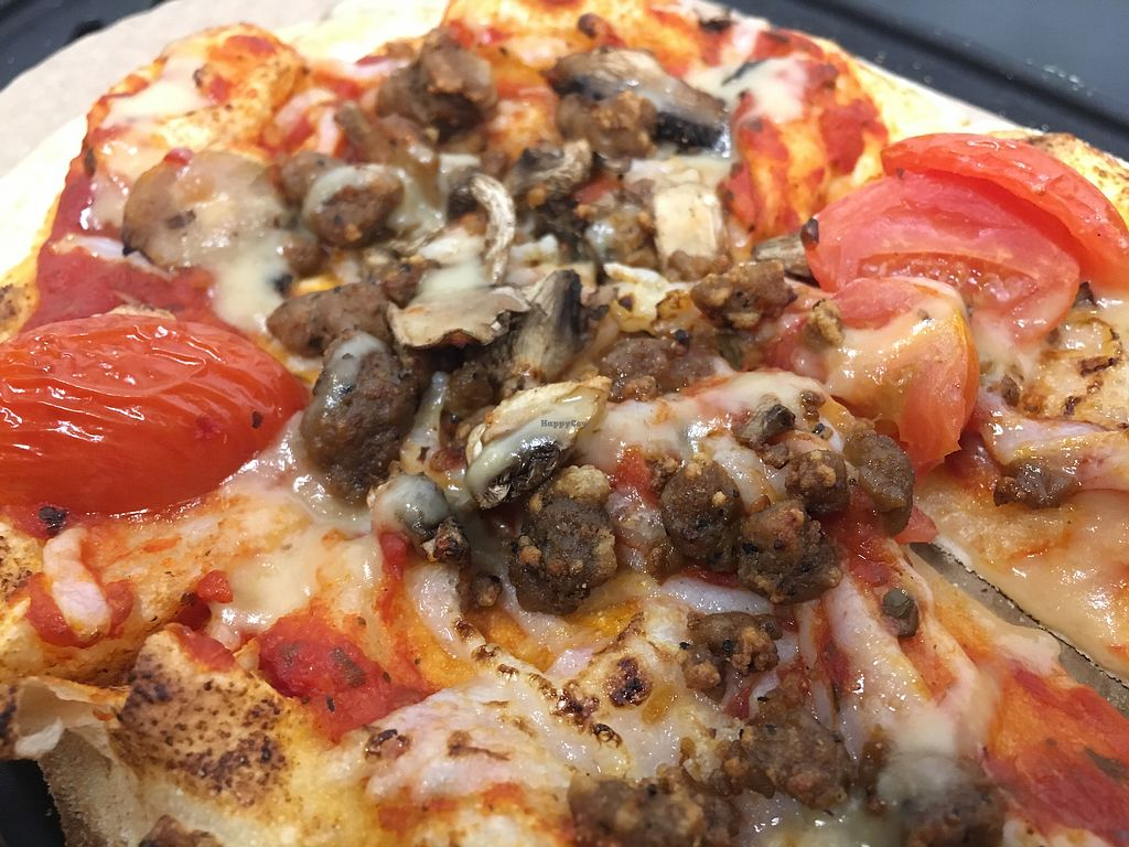 "Photo of &pizza - Astor Place  by <a href=""/members/profile/PianoArt"">PianoArt</a> <br/>Personal pizza with vegan cheese, vegan sausage, mushrooms, fresh tomatoes, and garlic oil (vegan) <br/> December 31, 2017  - <a href='/contact/abuse/image/107891/341465'>Report</a>"