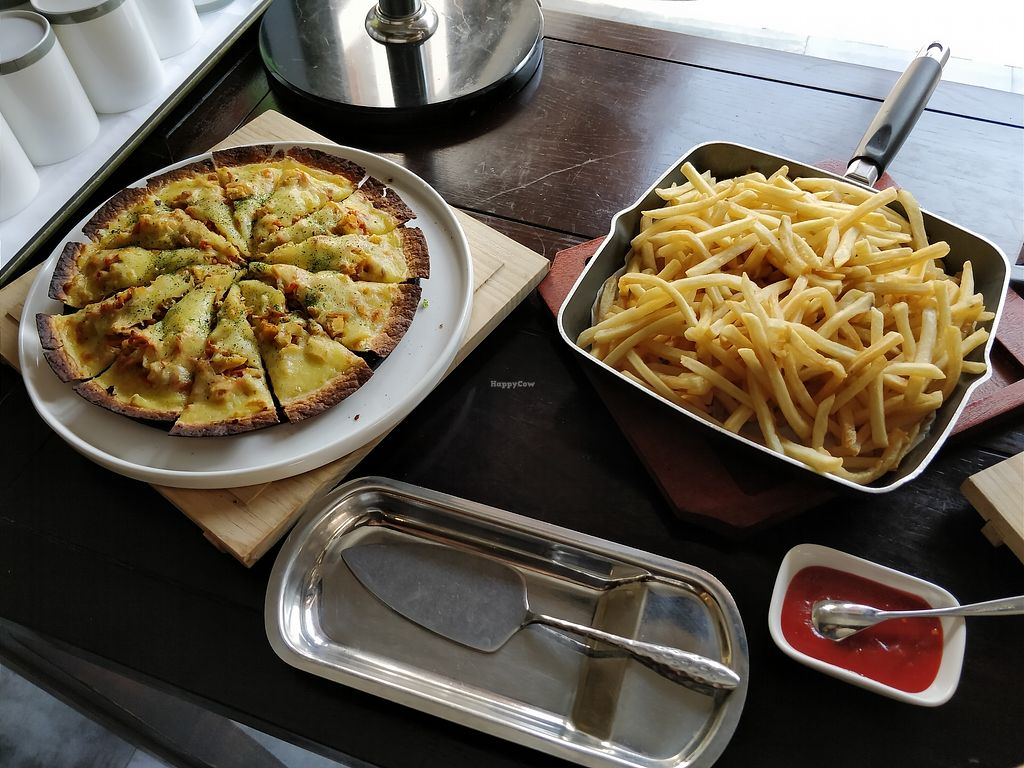 """Photo of Amitabha Chen Su  by <a href=""""/members/profile/ultm8"""">ultm8</a> <br/>Yes vegetarian pizza <br/> January 14, 2018  - <a href='/contact/abuse/image/107912/346392'>Report</a>"""