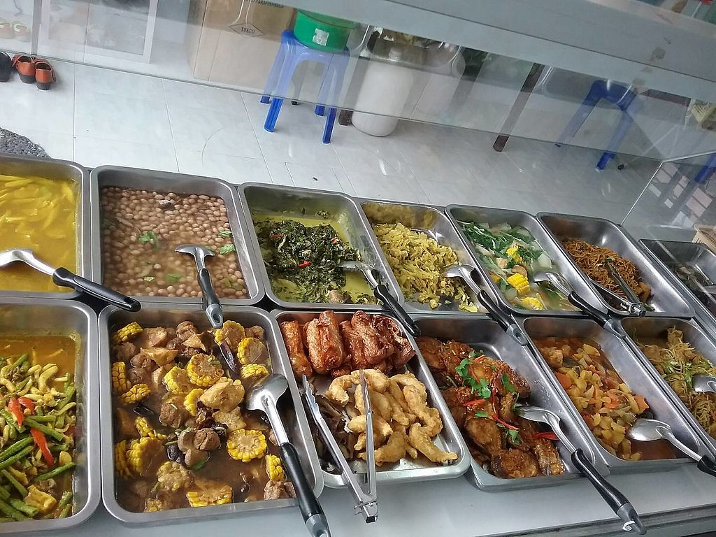 """Photo of Kingliew Vegetarian  by <a href=""""/members/profile/kohlundkarma.de"""">kohlundkarma.de</a> <br/>Buffet (not all time full like this) <br/> January 11, 2018  - <a href='/contact/abuse/image/107962/345380'>Report</a>"""