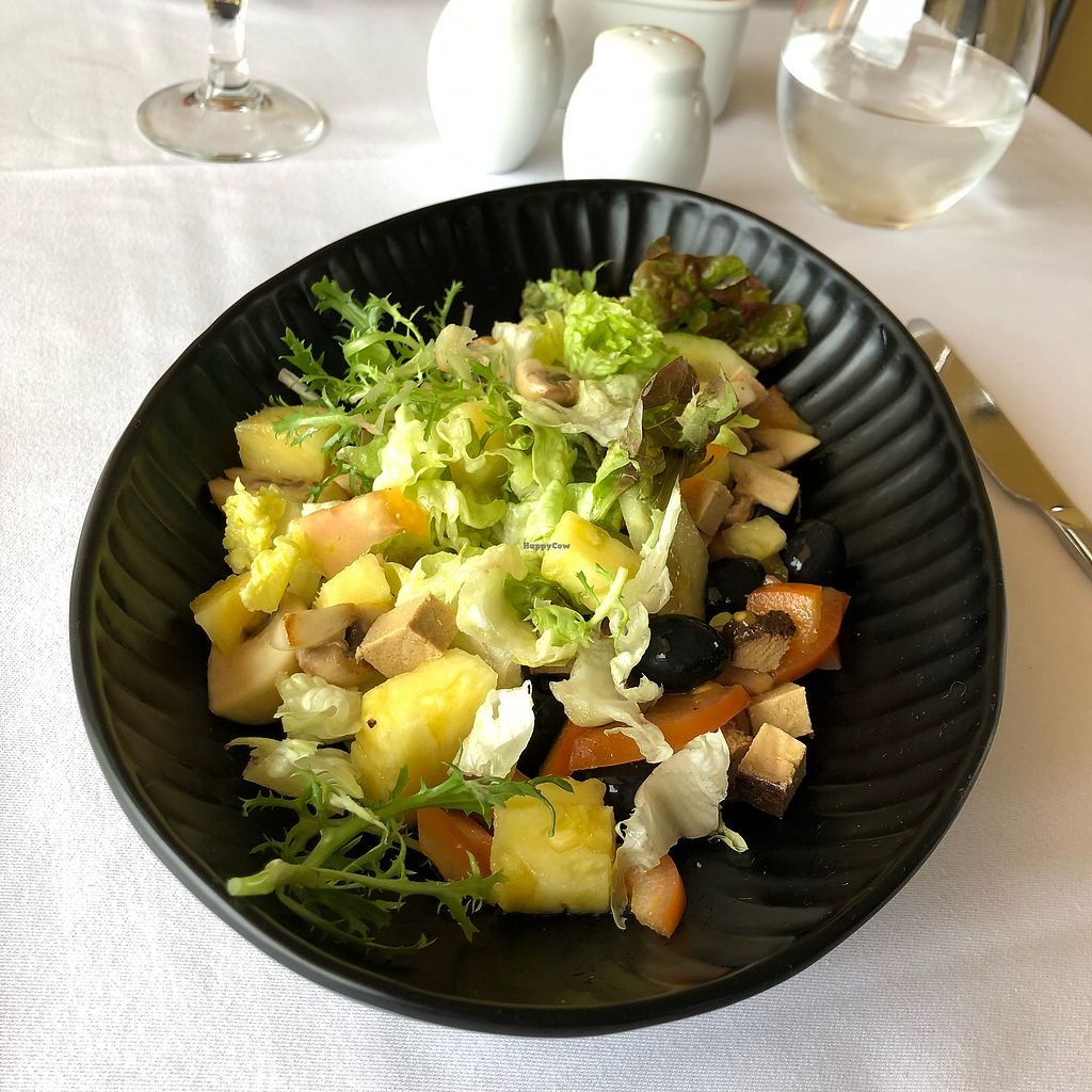 "Photo of A Ver Tavira  by <a href=""/members/profile/Arkie"">Arkie</a> <br/>Fresh sallad with tofu and avocado <br/> December 27, 2017  - <a href='/contact/abuse/image/107970/339494'>Report</a>"