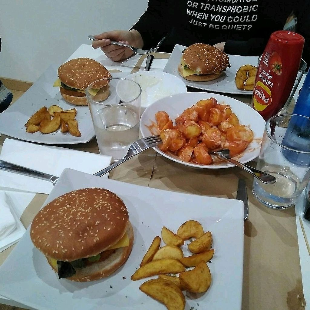 """Photo of La Fresca Vegan Food  by <a href=""""/members/profile/AnaHern%C3%A1ndez"""">AnaHernández</a> <br/>Hamburguesas tipo pollo con patatas <br/> January 4, 2018  - <a href='/contact/abuse/image/108037/342996'>Report</a>"""