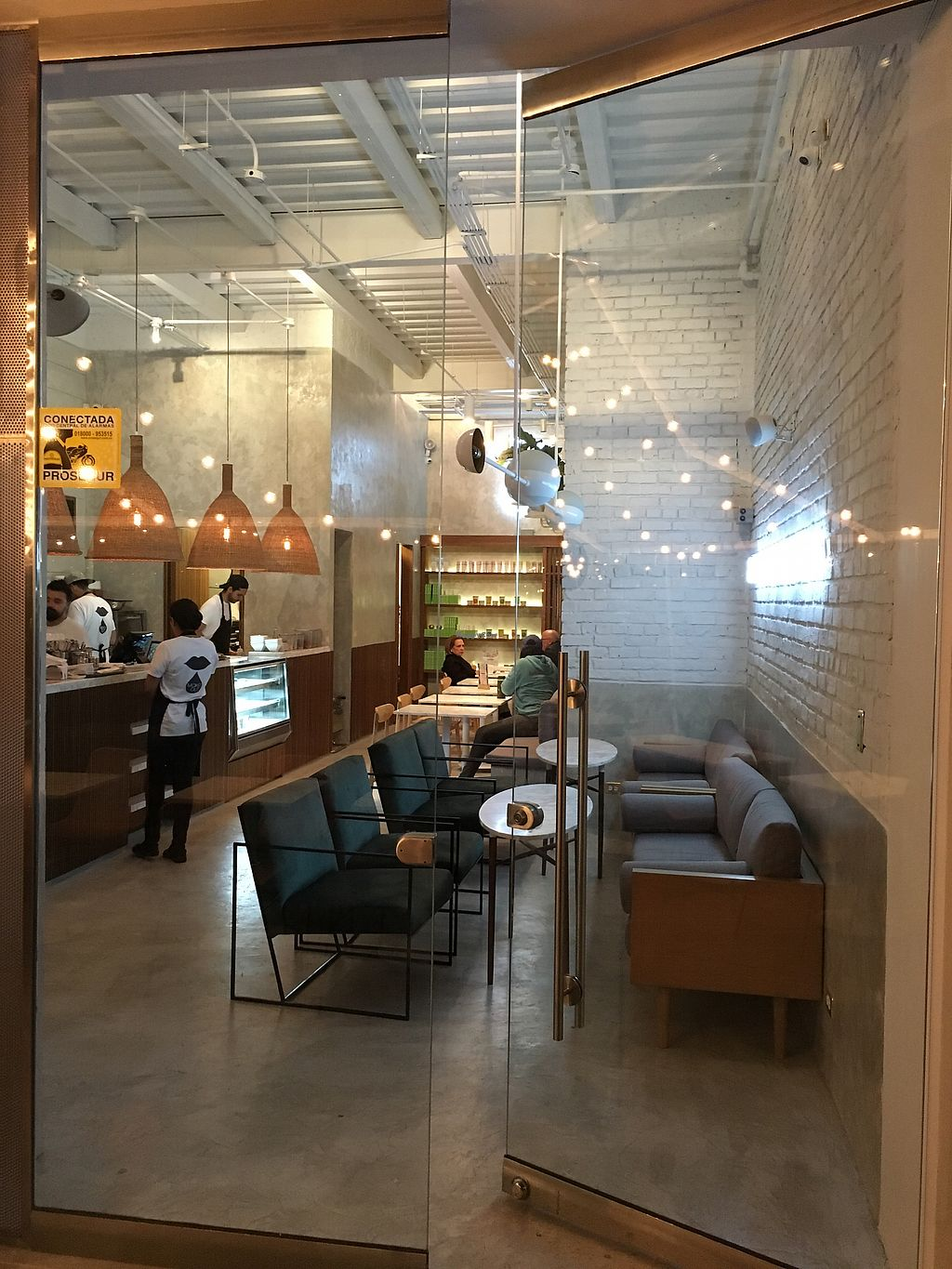 """Photo of Makeout Colombia  by <a href=""""/members/profile/LukeBarbara"""">LukeBarbara</a> <br/>Makeout Colombia beautiful modern decor  <br/> January 6, 2018  - <a href='/contact/abuse/image/108265/343556'>Report</a>"""