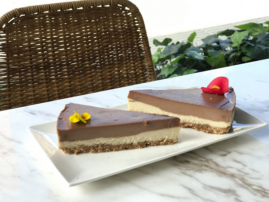 """Photo of Makeout Colombia  by <a href=""""/members/profile/MelissaCovo"""">MelissaCovo</a> <br/>Cacao and vainilla cheesecake  <br/> March 1, 2018  - <a href='/contact/abuse/image/108265/365150'>Report</a>"""