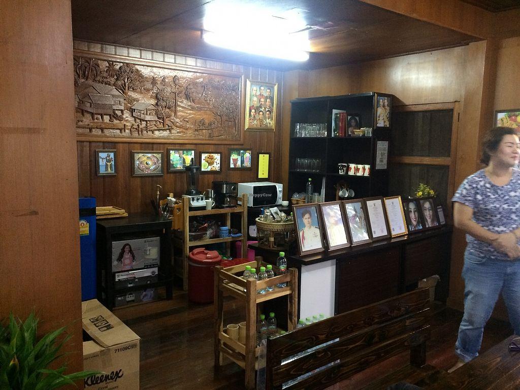"Photo of Waengbun Lampang  by <a href=""/members/profile/Bob%20Sultan"">Bob Sultan</a> <br/>Inside restaurant A <br/> January 1, 2018  - <a href='/contact/abuse/image/108296/341508'>Report</a>"