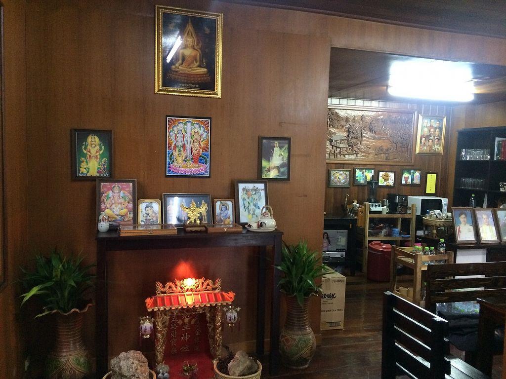"Photo of Waengbun Lampang  by <a href=""/members/profile/Bob%20Sultan"">Bob Sultan</a> <br/>Inside restaurant B <br/> January 1, 2018  - <a href='/contact/abuse/image/108296/341509'>Report</a>"