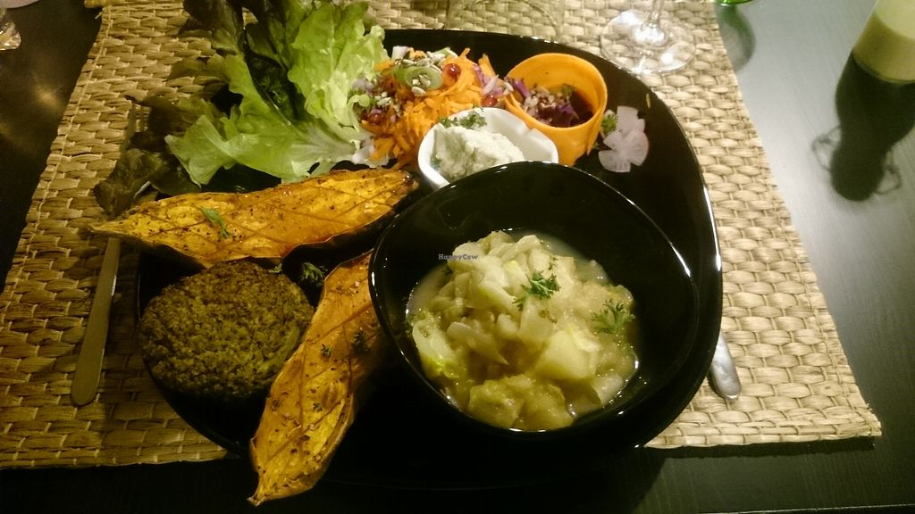 """Photo of Vegetalicia  by <a href=""""/members/profile/chb-pbfp"""">chb-pbfp</a> <br/>Sweet potato in the oven, onions cream, wafer of broccoli and quinoa and a compote of apples and chicory <br/> January 15, 2018  - <a href='/contact/abuse/image/108439/346905'>Report</a>"""
