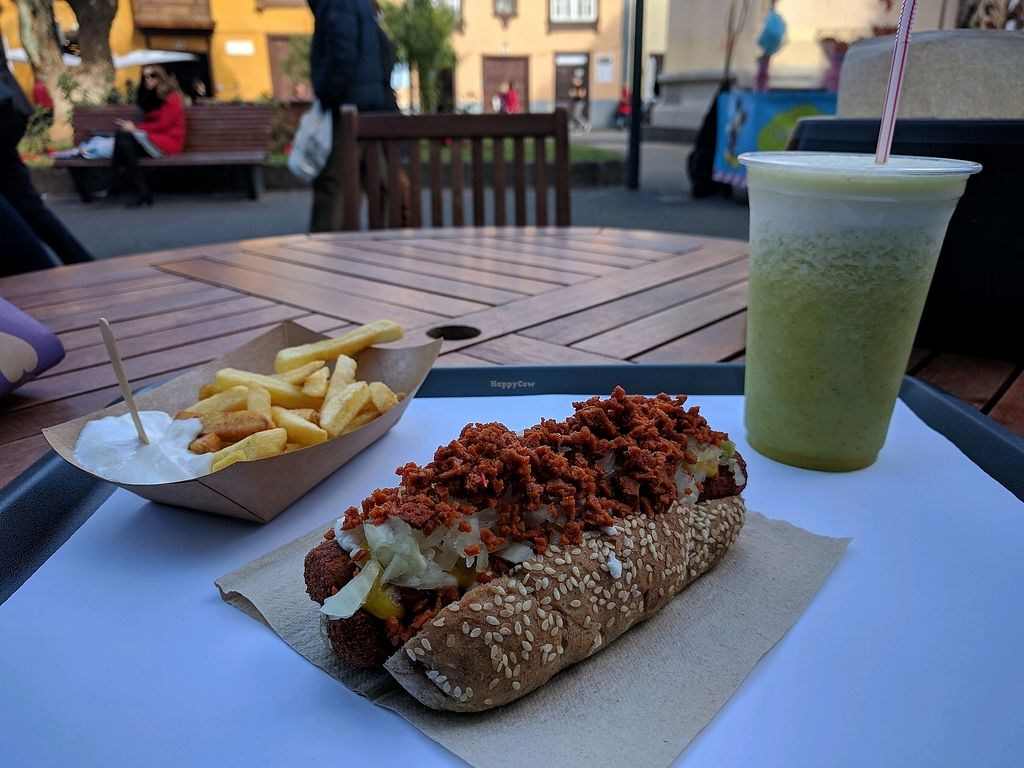 "Photo of Burger Mel - La Laguna  by <a href=""/members/profile/swissglobetrotter"">swissglobetrotter</a> <br/>hot dog with chorizo <br/> January 24, 2018  - <a href='/contact/abuse/image/108455/350463'>Report</a>"