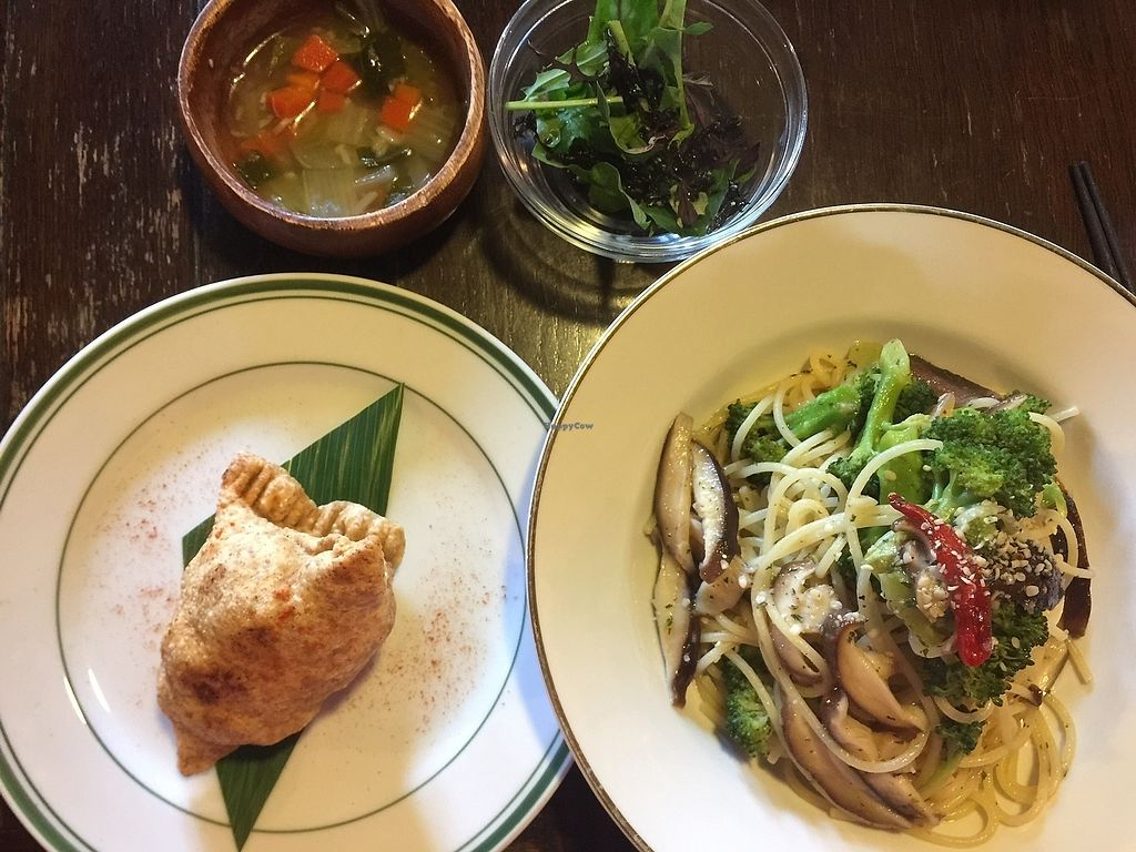"""Photo of Satta Yard  by <a href=""""/members/profile/giruja"""">giruja</a> <br/>Vegan peperoncino, samosa, soup and salad <br/> March 24, 2018  - <a href='/contact/abuse/image/108761/375294'>Report</a>"""