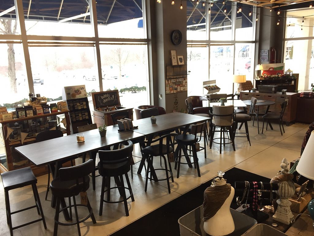 """Photo of Uncommon Grounds  by <a href=""""/members/profile/shellxvictoria"""">shellxvictoria</a> <br/>Seating area <br/> January 11, 2018  - <a href='/contact/abuse/image/109085/345268'>Report</a>"""