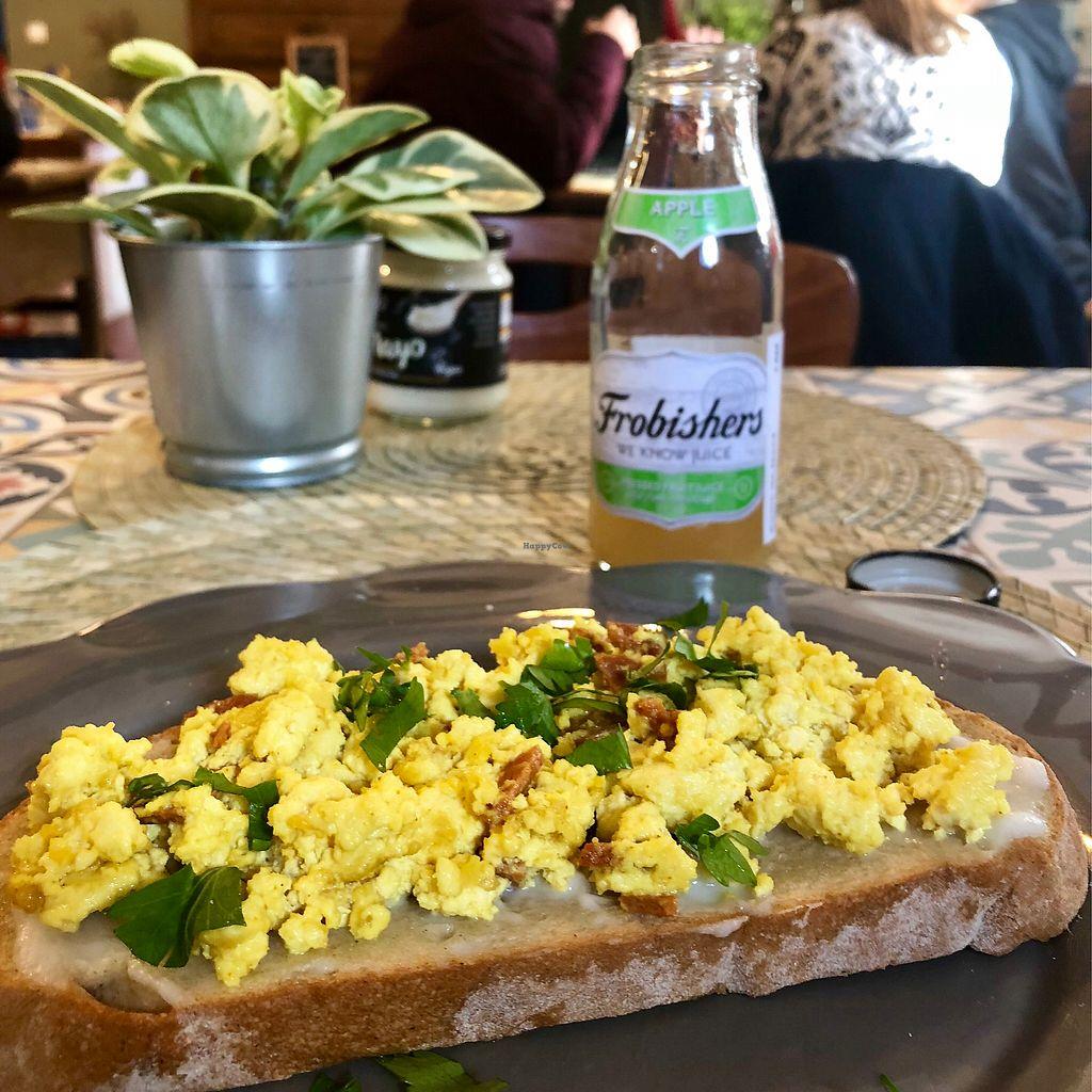 "Photo of Dona Flor Café - Chiado  by <a href=""/members/profile/Vera%20Peres"">Vera Peres</a> <br/>Scramble tofu bruschetta  <br/> February 12, 2018  - <a href='/contact/abuse/image/109088/358367'>Report</a>"