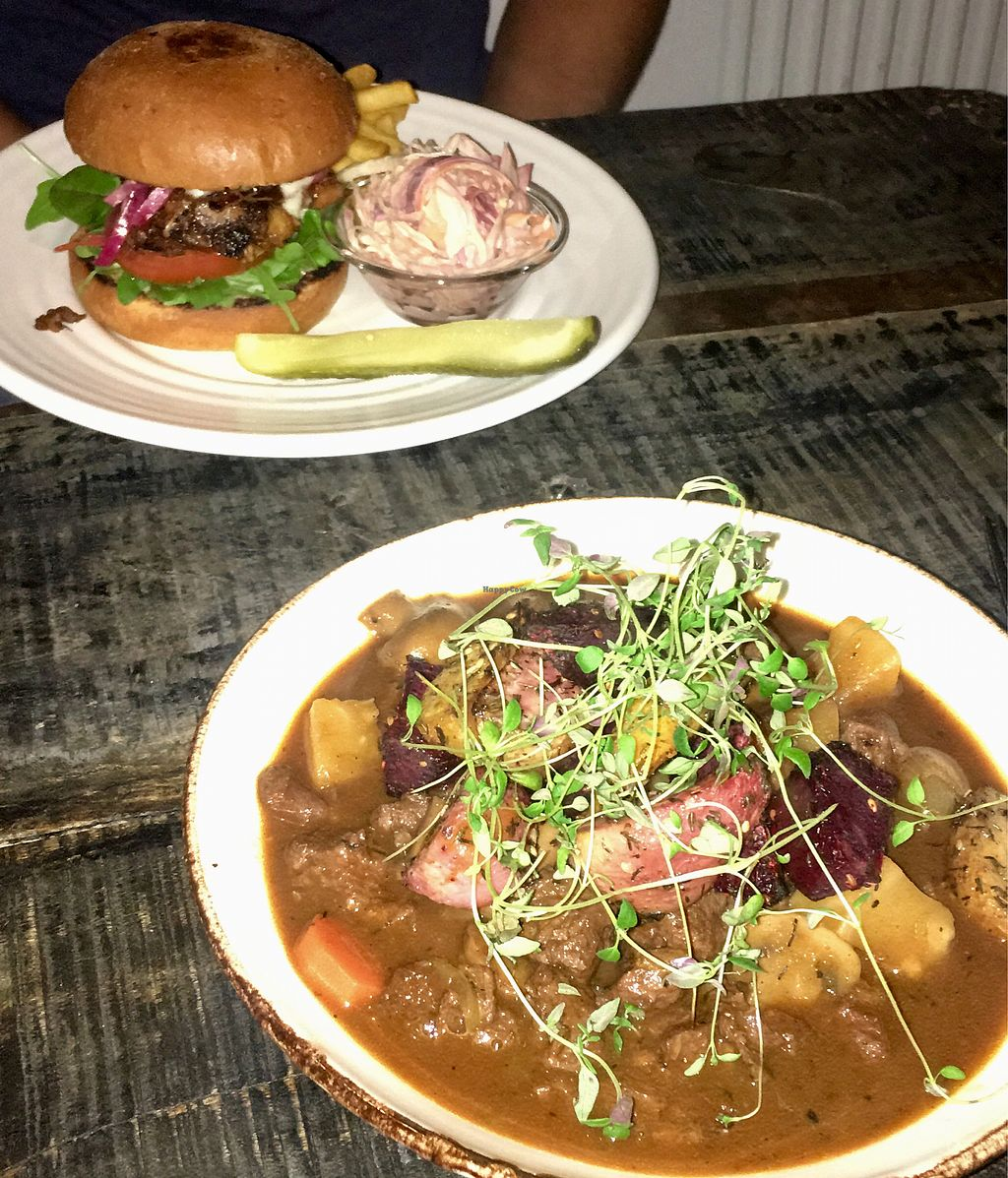 "Photo of Martens hus  by <a href=""/members/profile/DashaSushkevich"">DashaSushkevich</a> <br/>Vegan stew and jackfruit burger.  <br/> January 11, 2018  - <a href='/contact/abuse/image/109147/345582'>Report</a>"