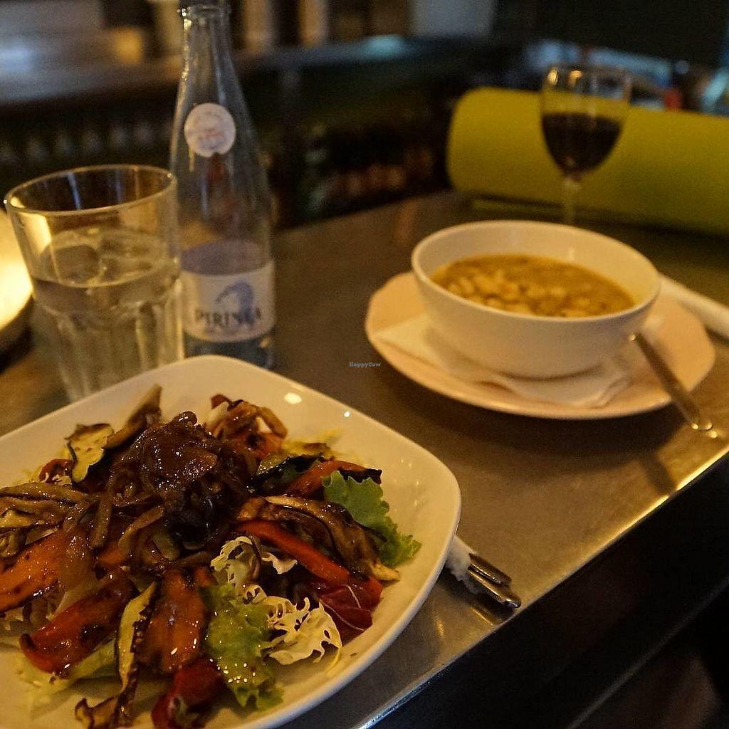 """Photo of La Cabra en el Tejado  by <a href=""""/members/profile/DavidSalman"""">DavidSalman</a> <br/>Menu del día  Primeros : Frijoles blancos con tomate fresco (#vegano y #sin gluten) Ensalada de verduras a la plancha (vegano y sin gluten) Polenta #ecológica con salsa de champiñones  Segundos: Curry de verduras con fideos de arroz (vegano y sin gluten) Tayín de pescado (sin gluten) Tacos de pollo mechado  Postres: Mousse de chocolate (sin gluten) Tarta de semolina com naranja  <br/> January 30, 2018  - <a href='/contact/abuse/image/109635/352851'>Report</a>"""