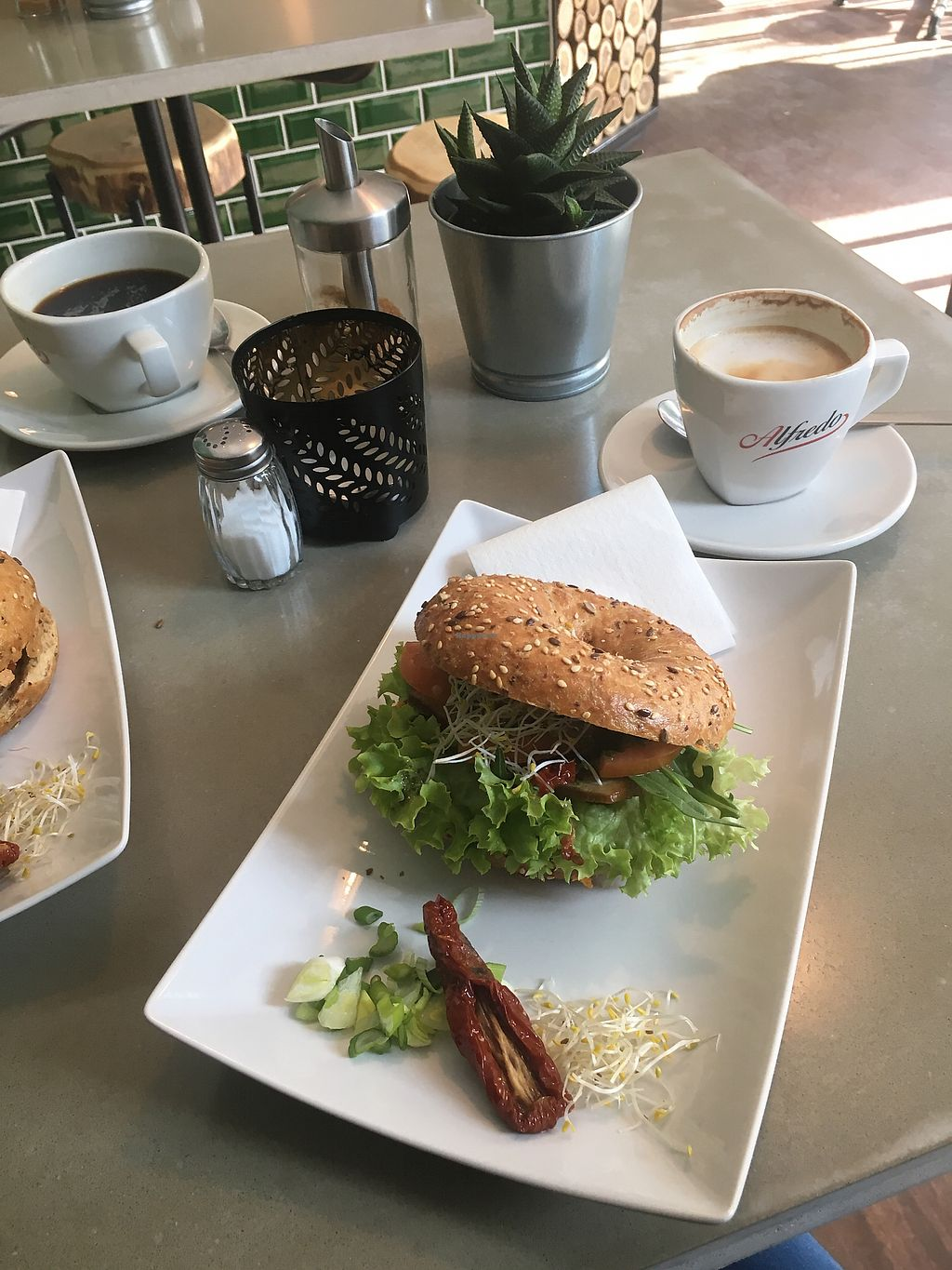 """Photo of Grüngut  by <a href=""""/members/profile/SydGo84"""">SydGo84</a> <br/>Freshly made breakfast - thx, Peter! <br/> April 5, 2018  - <a href='/contact/abuse/image/109728/381026'>Report</a>"""