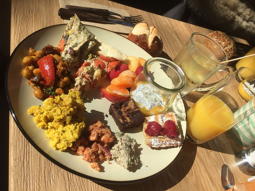 "Photo of Froindlichst - Daimlerstr  by <a href=""/members/profile/Tikiwi"">Tikiwi</a> <br/>Part of the brunch menu. Ginger tea not included <br/> March 19, 2018  - <a href='/contact/abuse/image/109963/372924'>Report</a>"