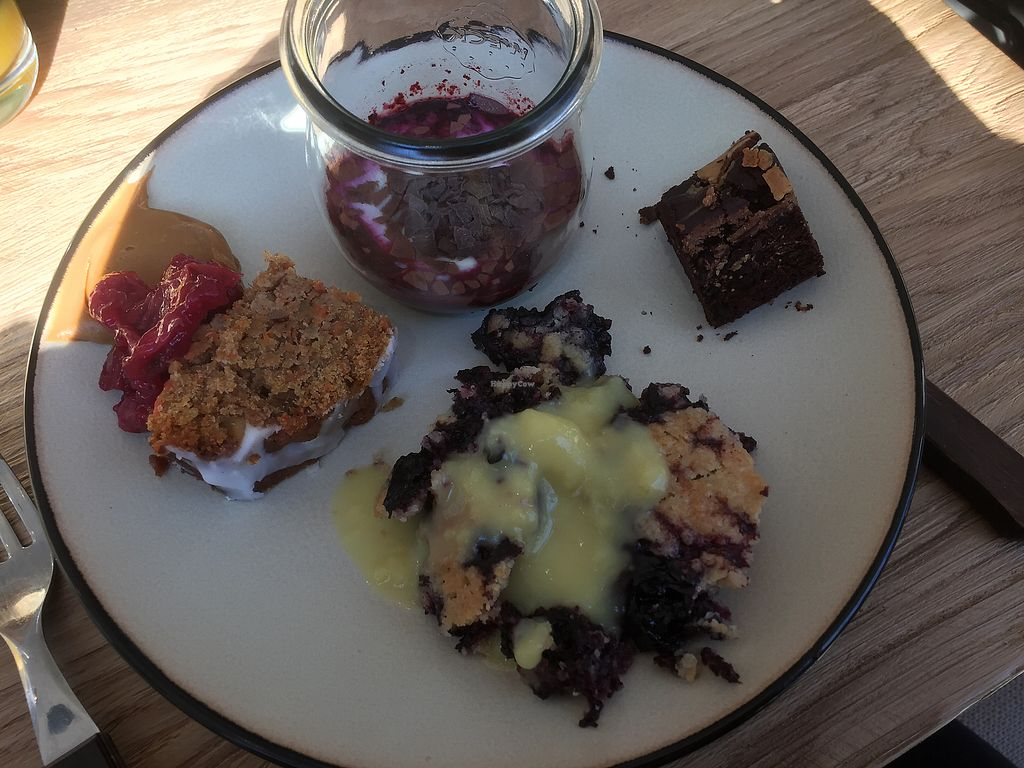 "Photo of Froindlichst - Daimlerstr  by <a href=""/members/profile/Tikiwi"">Tikiwi</a> <br/>Blueberry cup, carrot cake with cherries and speculoos, peanut butter brownie, blueberry crumble with vanilla sauce. All part of the brunch.  <br/> March 19, 2018  - <a href='/contact/abuse/image/109963/372925'>Report</a>"