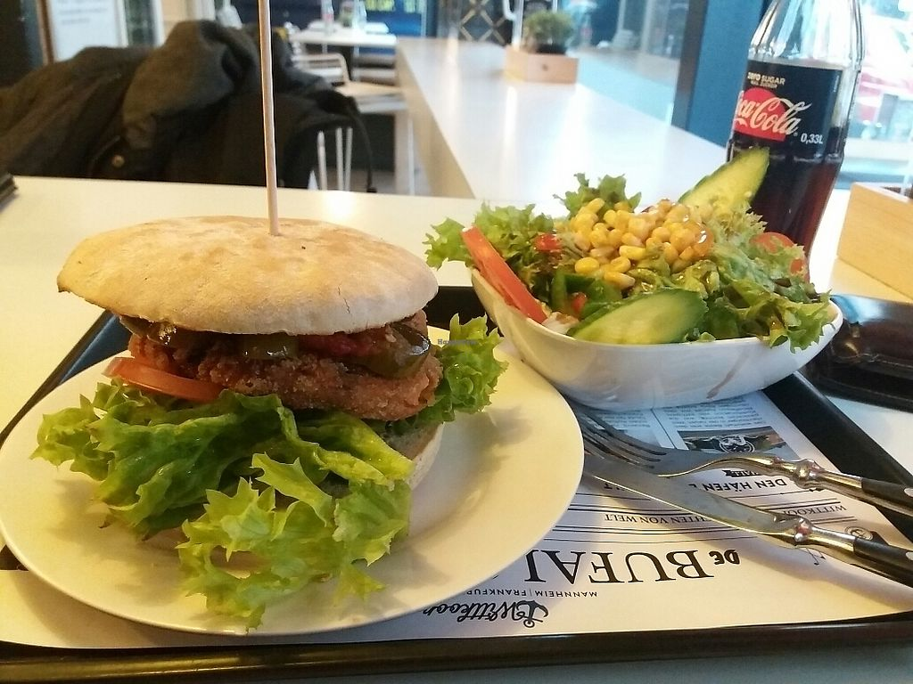 """Photo of Wittkoop  by <a href=""""/members/profile/Giniimaus"""">Giniimaus</a> <br/>vegan burger and side salad  <br/> January 31, 2018  - <a href='/contact/abuse/image/110846/353341'>Report</a>"""