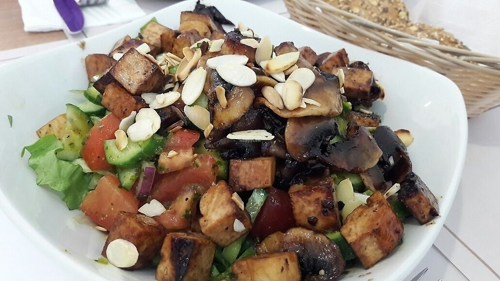 "Photo of Gute Gute  by <a href=""/members/profile/OdeliaCohen"">OdeliaCohen</a> <br/>Mixed salad with seared tofu <br/> March 18, 2018  - <a href='/contact/abuse/image/111051/372468'>Report</a>"