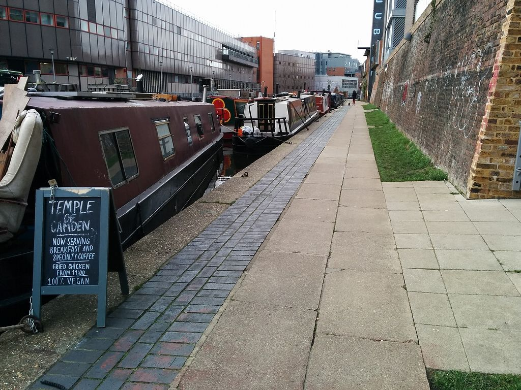 """Photo of Temple of Camden  by <a href=""""/members/profile/CLRtraveller"""">CLRtraveller</a> <br/>canal approach <br/> March 19, 2018  - <a href='/contact/abuse/image/111116/372821'>Report</a>"""