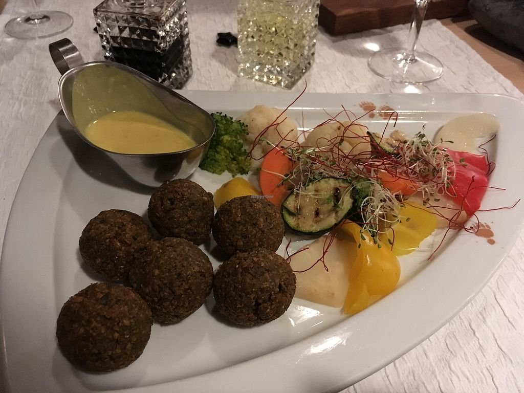 "Photo of Hotel Restaurant Bären  by <a href=""/members/profile/EllenLucinda"">EllenLucinda</a> <br/>The vegan main which is on the menu - falafel with veggies and curry sauce <br/> February 4, 2018  - <a href='/contact/abuse/image/111121/354715'>Report</a>"
