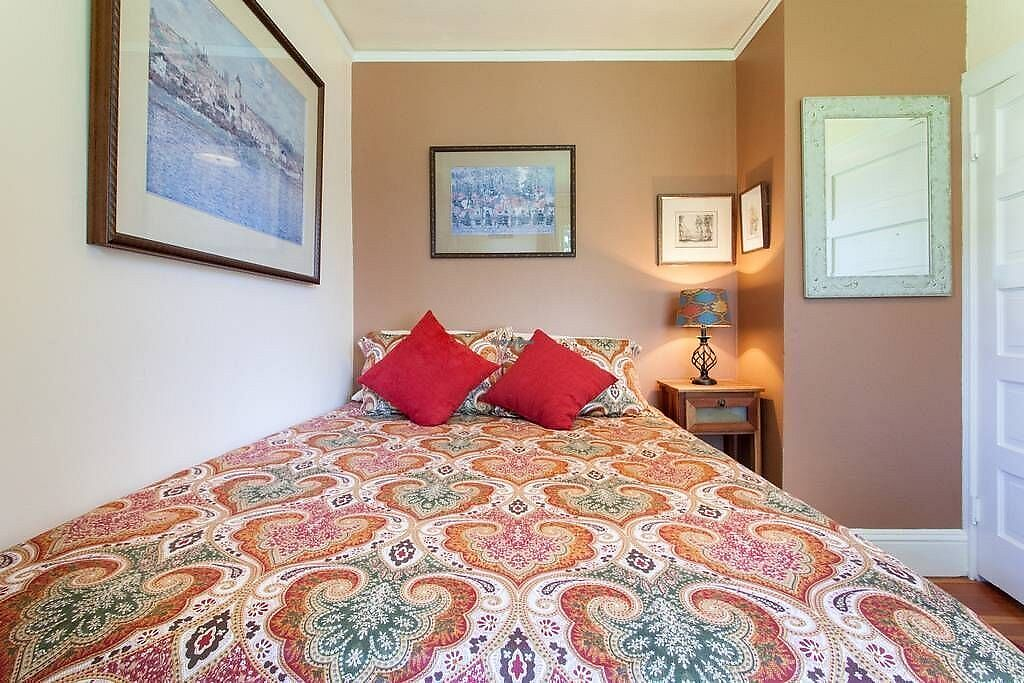 """Photo of Portland Vegan Guest House  by <a href=""""/members/profile/WildwoodDM"""">WildwoodDM</a> <br/>Room available for rent <br/> February 19, 2018  - <a href='/contact/abuse/image/112393/361340'>Report</a>"""