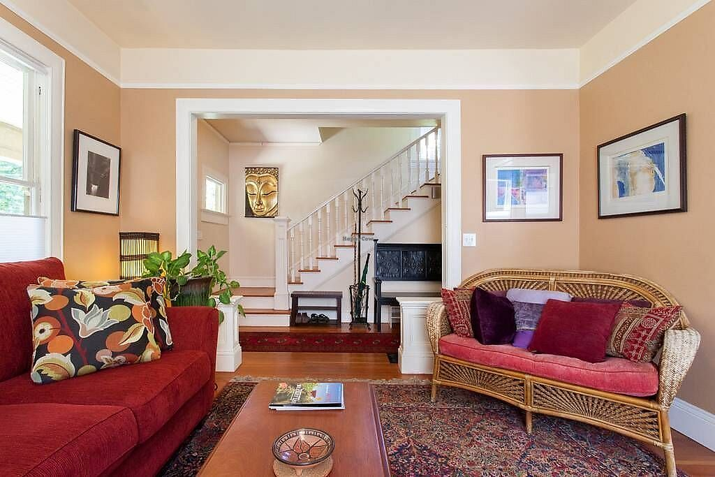 """Photo of Portland Vegan Guest House  by <a href=""""/members/profile/WildwoodDM"""">WildwoodDM</a> <br/>Shared living room <br/> February 19, 2018  - <a href='/contact/abuse/image/112393/361341'>Report</a>"""