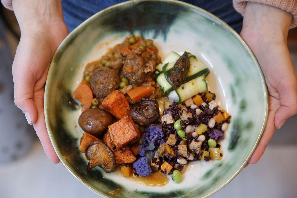 """Photo of Idillic  by <a href=""""/members/profile/amateofranch"""">amateofranch</a> <br/>Plato combinado:  - Estofado con albóndigas veganas (plato de la semana).  - Boniato asado con setas de temporada.  - Ravioli mediterráneo de calabacín.  - Ensalada de arroz negro con verduras.  <br/> February 19, 2018  - <a href='/contact/abuse/image/112534/361379'>Report</a>"""