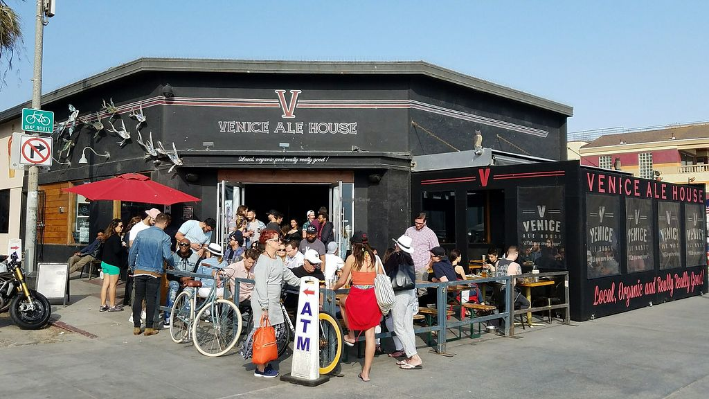 """Photo of Venice Ale House  by <a href=""""/members/profile/vtraveller"""">vtraveller</a> <br/>Outside <br/> May 20, 2018  - <a href='/contact/abuse/image/112652/402294'>Report</a>"""