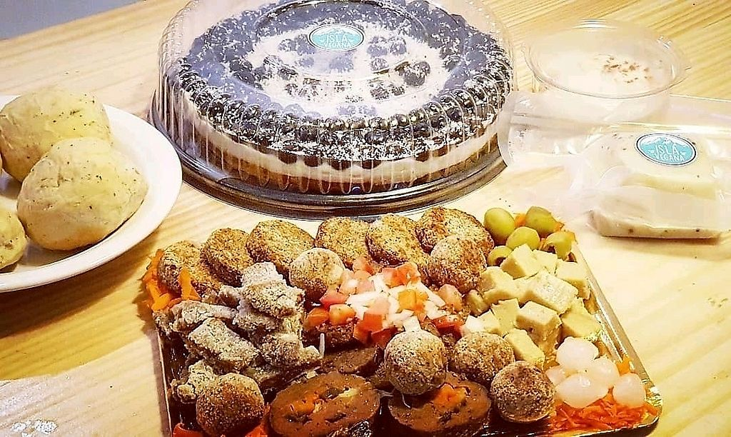 """Photo of Isla Vegana  by <a href=""""/members/profile/SaniVegan"""">SaniVegan</a> <br/>vegan meat plate, cheese and cake <br/> February 21, 2018  - <a href='/contact/abuse/image/112727/362188'>Report</a>"""