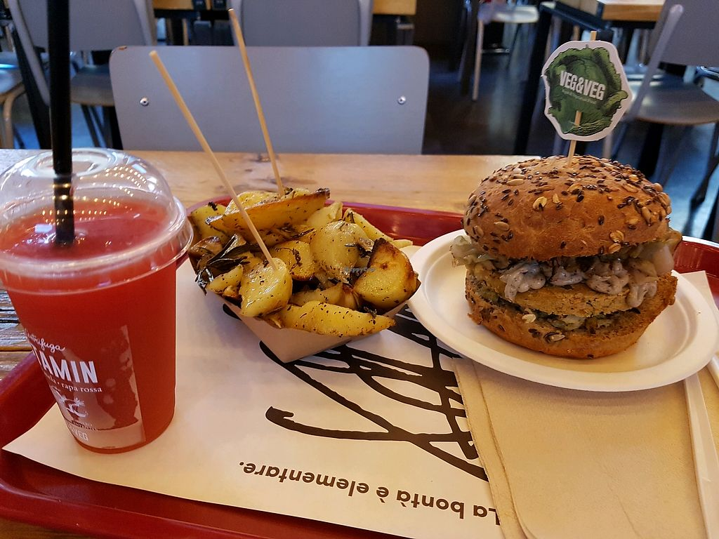 "Photo of Vegetariano & Vegano  by <a href=""/members/profile/PeterPower"">PeterPower</a> <br/>Cicerone burger with potatoes and juice <br/> April 23, 2018  - <a href='/contact/abuse/image/112977/390011'>Report</a>"