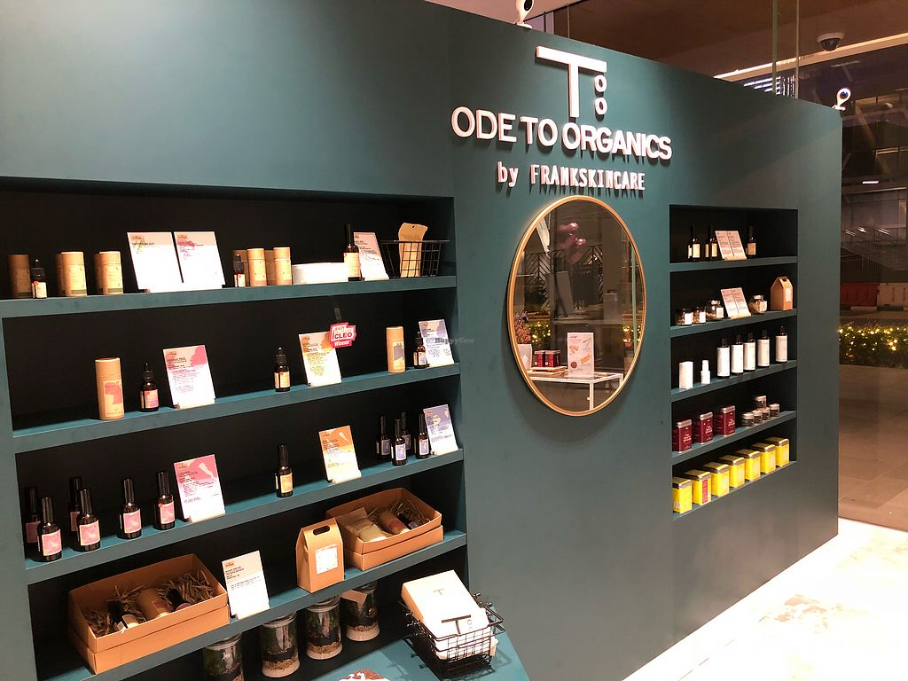 """Photo of FrankSkincare  by <a href=""""/members/profile/CherylQuincy"""">CherylQuincy</a> <br/>Store front <br/> April 22, 2018  - <a href='/contact/abuse/image/113515/389206'>Report</a>"""
