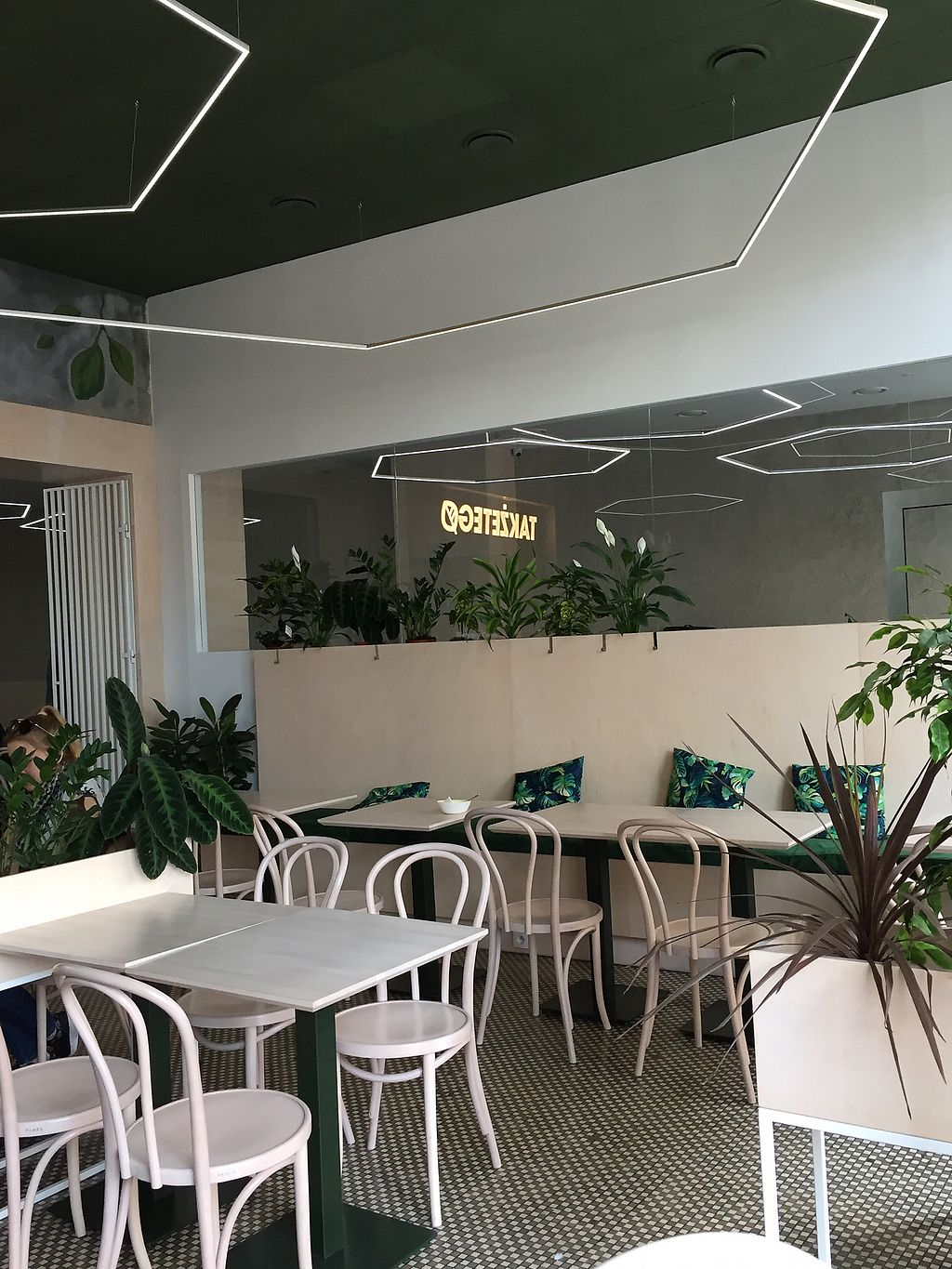 """Photo of Takzetego Wege Bistro  by <a href=""""/members/profile/qwertzbazi"""">qwertzbazi</a> <br/>Seating area  <br/> April 13, 2018  - <a href='/contact/abuse/image/113859/385139'>Report</a>"""