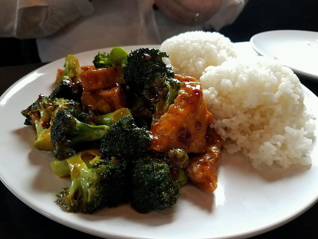 """Photo of Z's Asian Bistro  by <a href=""""/members/profile/Silly%20Little%20Vegan"""">Silly Little Vegan</a> <br/>Broccoli and tofu with garlic sauce <br/> March 11, 2018  - <a href='/contact/abuse/image/114265/369390'>Report</a>"""