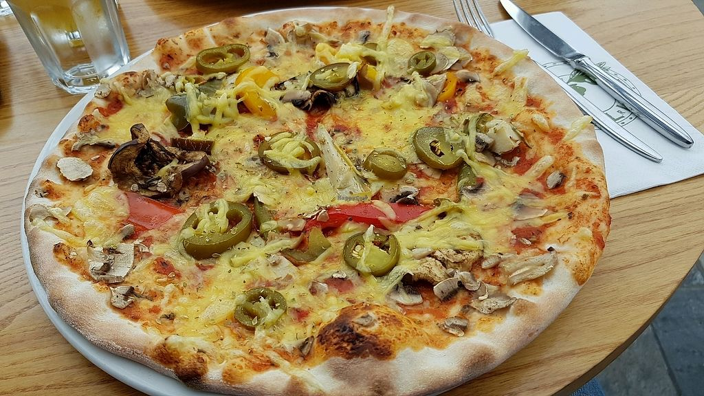 """Photo of Olive Garden  by <a href=""""/members/profile/jollypig"""">jollypig</a> <br/>Vegan pizza with jalapenos  <br/> March 25, 2018  - <a href='/contact/abuse/image/114400/375905'>Report</a>"""