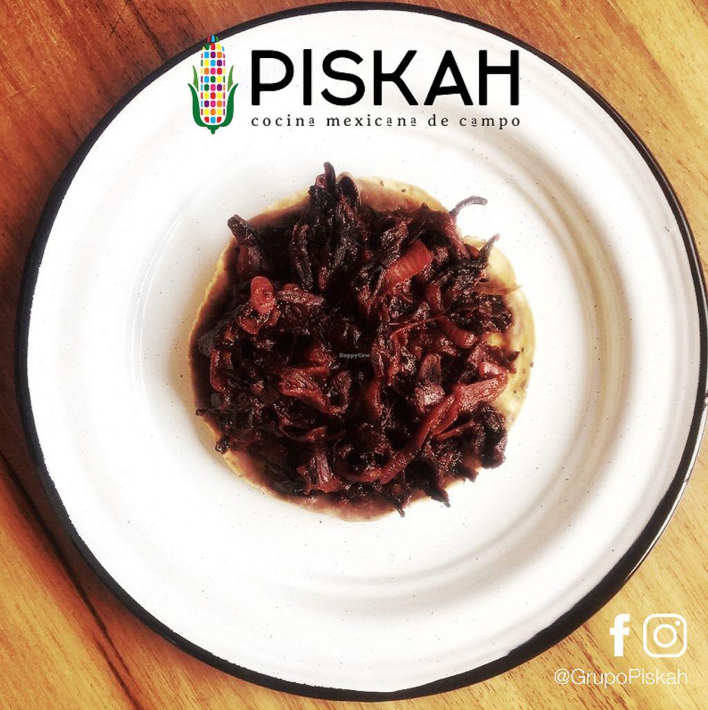 """Photo of Piskah  by <a href=""""/members/profile/mmiuxx%40gmail.com"""">mmiuxx@gmail.com</a> <br/>Tostada de Tinga de Jamaica  (Vegano) <br/> March 14, 2018  - <a href='/contact/abuse/image/114579/370666'>Report</a>"""