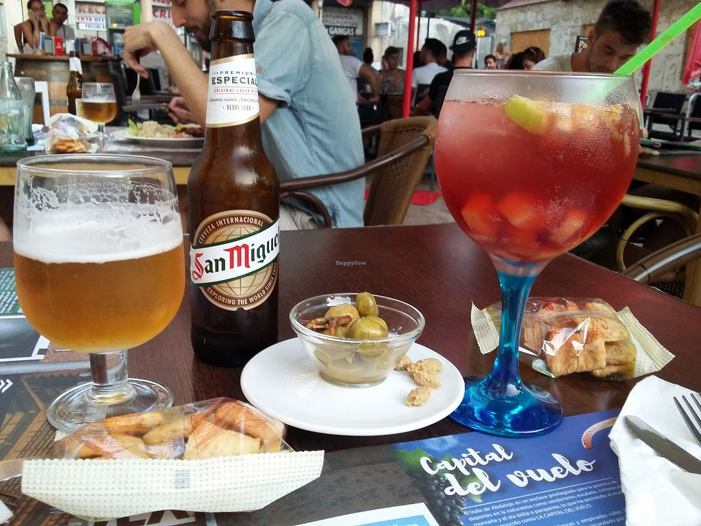 "Photo of Canadu  by <a href=""/members/profile/Carolien"">Carolien</a> <br/>San Miguel vegan beer, sangria without alcohol, and very tasty olives <br/> January 12, 2018  - <a href='/contact/abuse/image/1147/345725'>Report</a>"