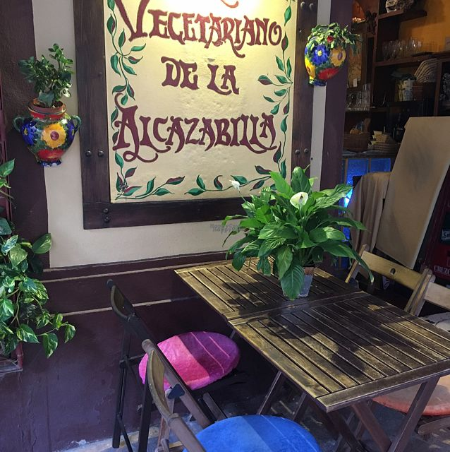 "Photo of El Vegetariano de la Alcazabilla  by <a href=""/members/profile/Frijoles"">Frijoles</a> <br/>Pretty outdoor seating area <br/> September 17, 2016  - <a href='/contact/abuse/image/1148/176398'>Report</a>"