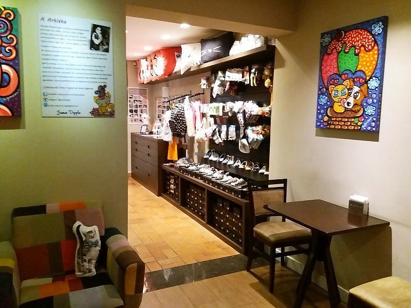 """Photo of Cafe com Gato  by <a href=""""/members/profile/Macintouch"""">Macintouch</a> <br/>A place to buy cute things <br/> March 20, 2018  - <a href='/contact/abuse/image/114956/373497'>Report</a>"""