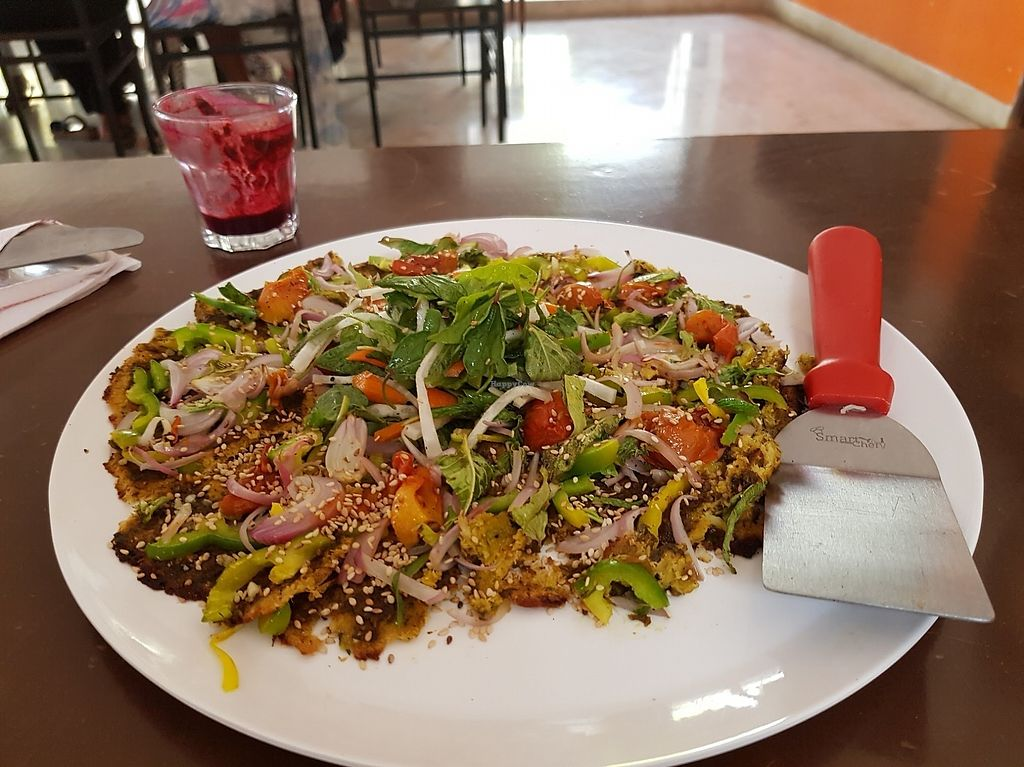"""Photo of Sage Farm Cafe  by <a href=""""/members/profile/RMantha"""">RMantha</a> <br/>gluten-free, vegan, organic pizza with a cauliflower crust <br/> March 23, 2018  - <a href='/contact/abuse/image/115313/374736'>Report</a>"""