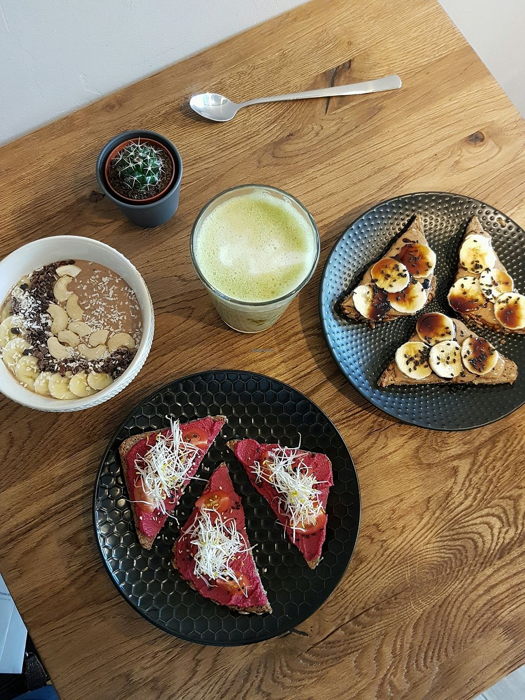 """Photo of Nährstoff-Reich  by <a href=""""/members/profile/AlinaH%C3%BCbi"""">AlinaHübi</a> <br/>overnight oats, peanut butter toast and beetroot hummus toast <br/> April 1, 2018  - <a href='/contact/abuse/image/115738/379258'>Report</a>"""