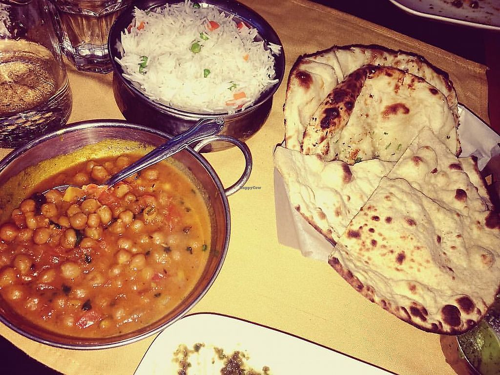 "Photo of Dakshin  by <a href=""/members/profile/Tabgreenvegan"">Tabgreenvegan</a> <br/>Chana Masala with Roti <br/> March 28, 2018  - <a href='/contact/abuse/image/116020/377426'>Report</a>"
