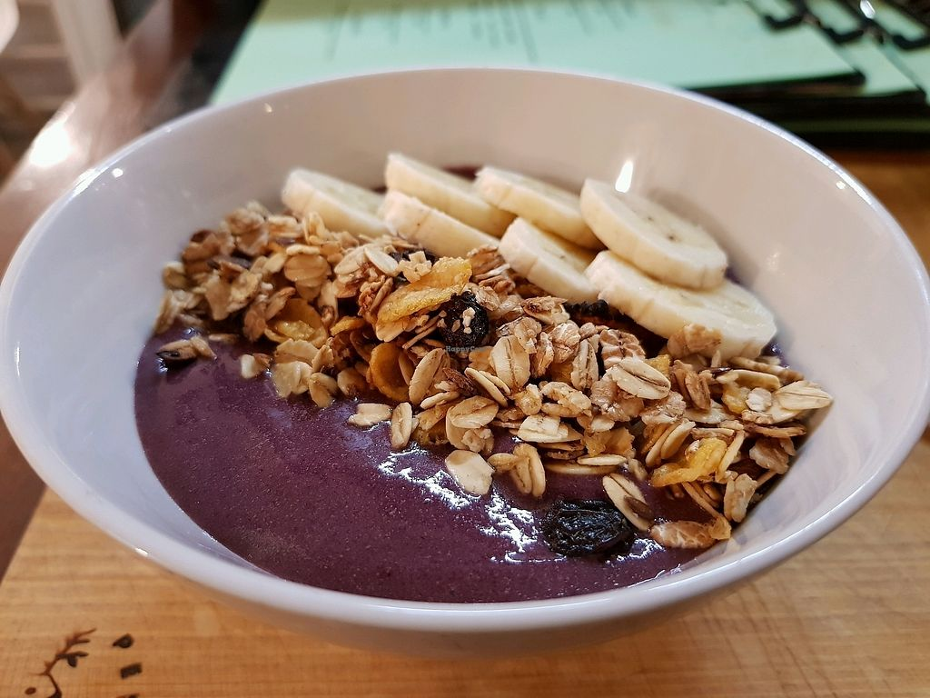 """Photo of Verde y Cafe  by <a href=""""/members/profile/TaniaJavieraToledo"""">TaniaJavieraToledo</a> <br/>Acai bowl <br/> April 1, 2018  - <a href='/contact/abuse/image/116388/379361'>Report</a>"""