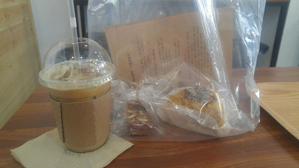 """Photo of Brown Rice  by <a href=""""/members/profile/GabrielaVillafr%C3%A1dez"""">GabrielaVillafrádez</a> <br/>Milk Latte and Cake  <br/> April 12, 2018  - <a href='/contact/abuse/image/116489/384378'>Report</a>"""