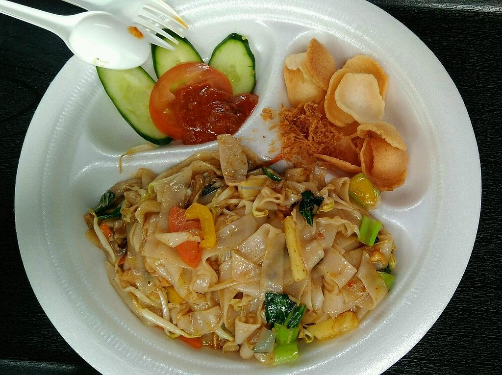 """Photo of Two Peas In A Pot  by <a href=""""/members/profile/RichardLee"""">RichardLee</a> <br/>Phad Thai (Thai Kway Teow) <br/> April 6, 2018  - <a href='/contact/abuse/image/116593/381466'>Report</a>"""