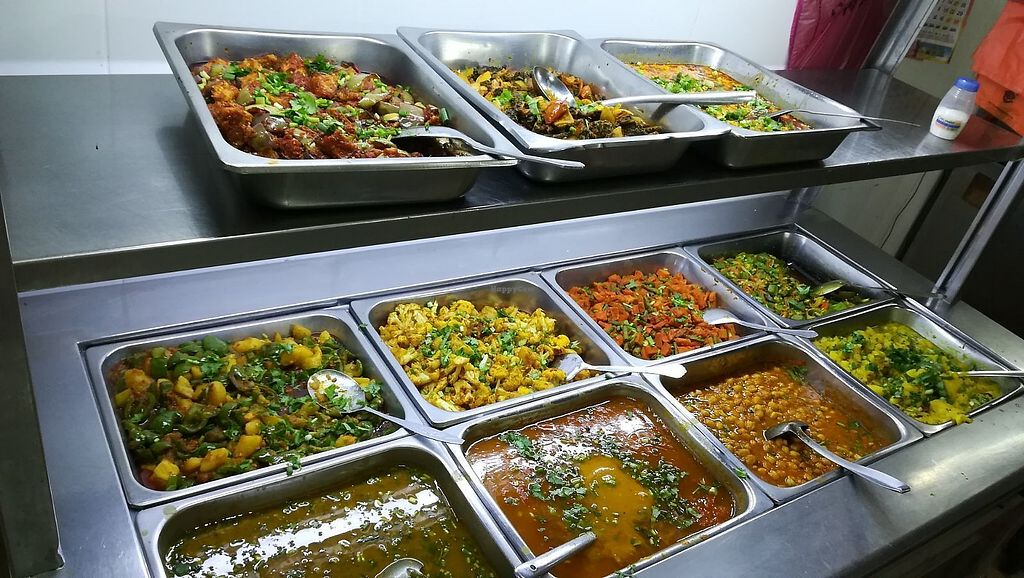 """Photo of Raja Punjabi - Food Stall  by <a href=""""/members/profile/ChoyYuen"""">ChoyYuen</a> <br/>Buffet counter with a variety of dishes <br/> April 11, 2018  - <a href='/contact/abuse/image/117118/383803'>Report</a>"""