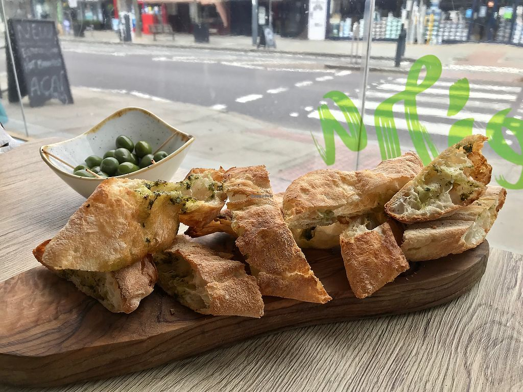 "Photo of Oliveira  by <a href=""/members/profile/kezia"">kezia</a> <br/>Delicious vegan garlic bread  <br/> April 16, 2018  - <a href='/contact/abuse/image/117208/386808'>Report</a>"