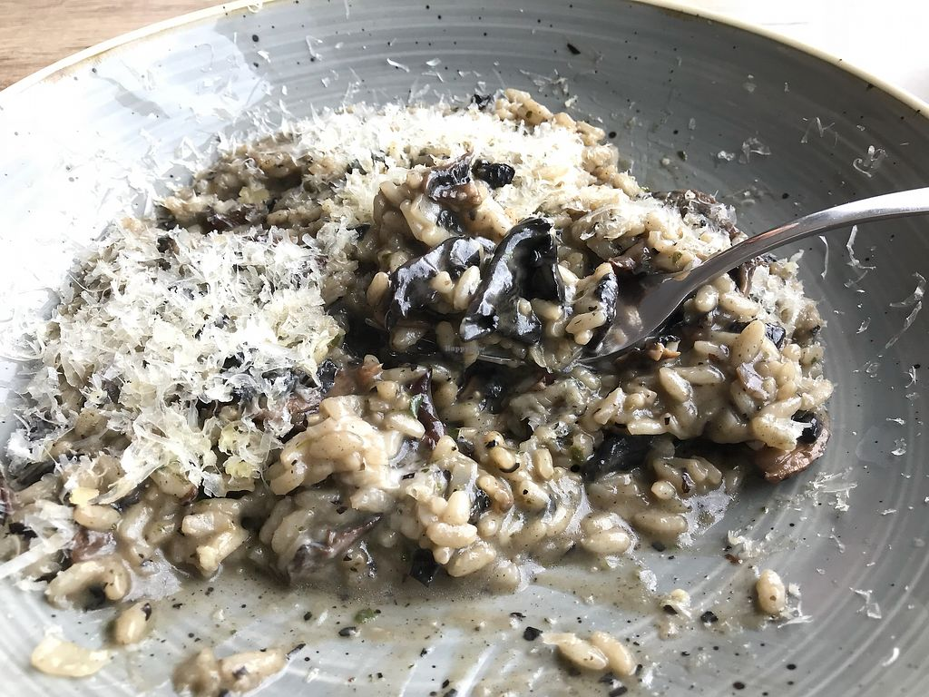 "Photo of Oliveira  by <a href=""/members/profile/kezia"">kezia</a> <br/>AMAZING vegan wild mushroom risotto  <br/> April 16, 2018  - <a href='/contact/abuse/image/117208/386812'>Report</a>"