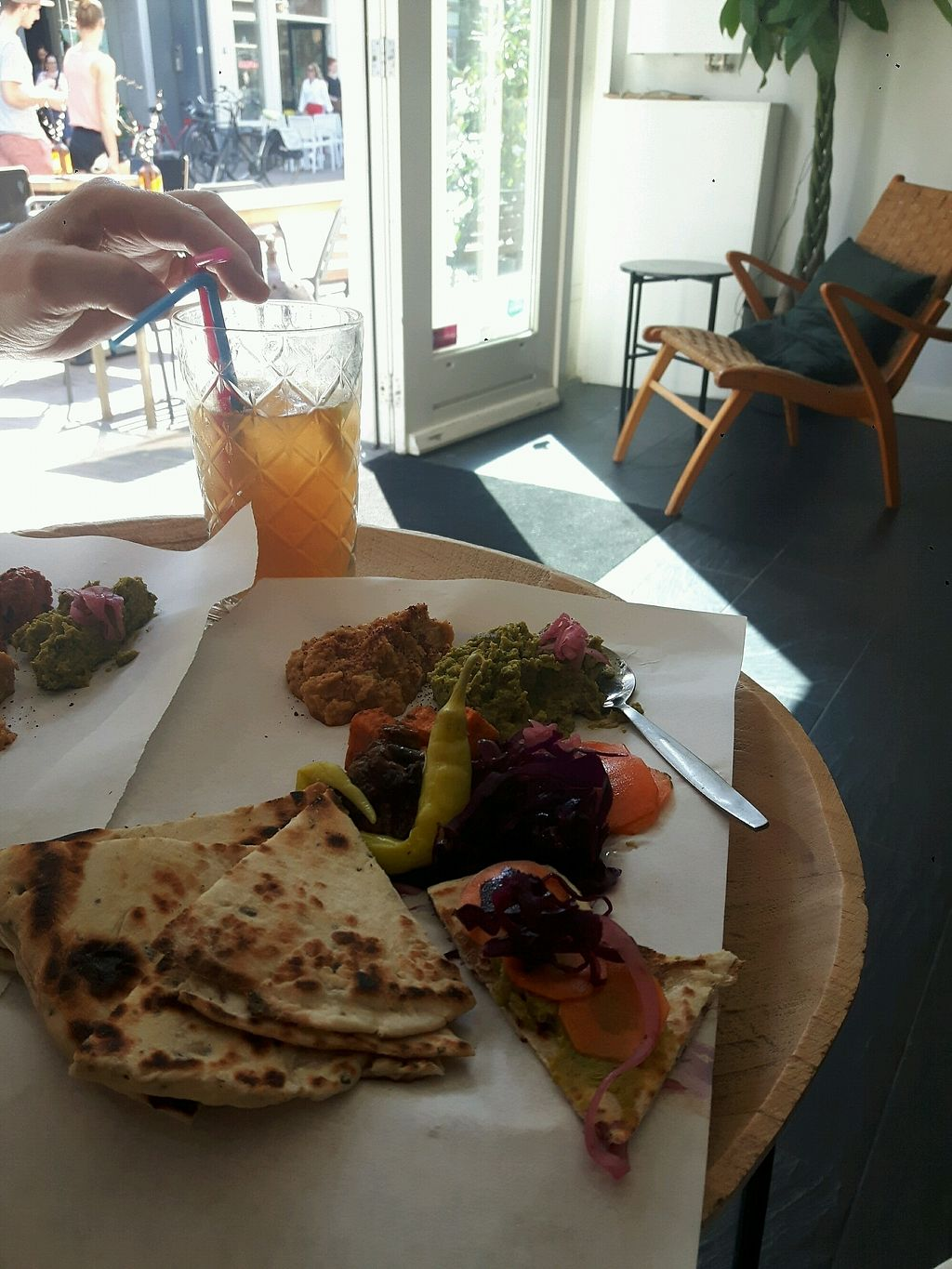 """Photo of Khubz  by <a href=""""/members/profile/westcall"""">westcall</a> <br/>flatbread met vegan dips, groenten en ijsthee <br/> April 18, 2018  - <a href='/contact/abuse/image/117366/387601'>Report</a>"""