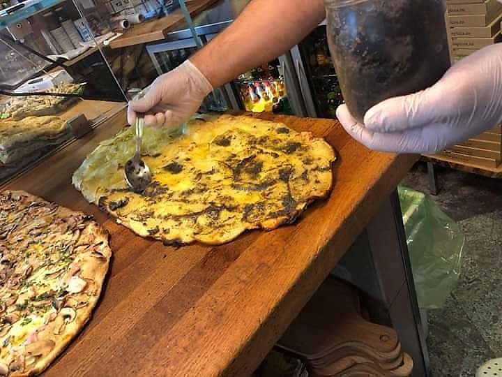 """Photo of Latin Pizza  by <a href=""""/members/profile/Bully_fic"""">Bully_fic</a> <br/>The best pizza in the world ... Pizza with potatoes, vegetable mozzarella and truffles...yam...yam...yam <br/> April 17, 2018  - <a href='/contact/abuse/image/117372/387182'>Report</a>"""