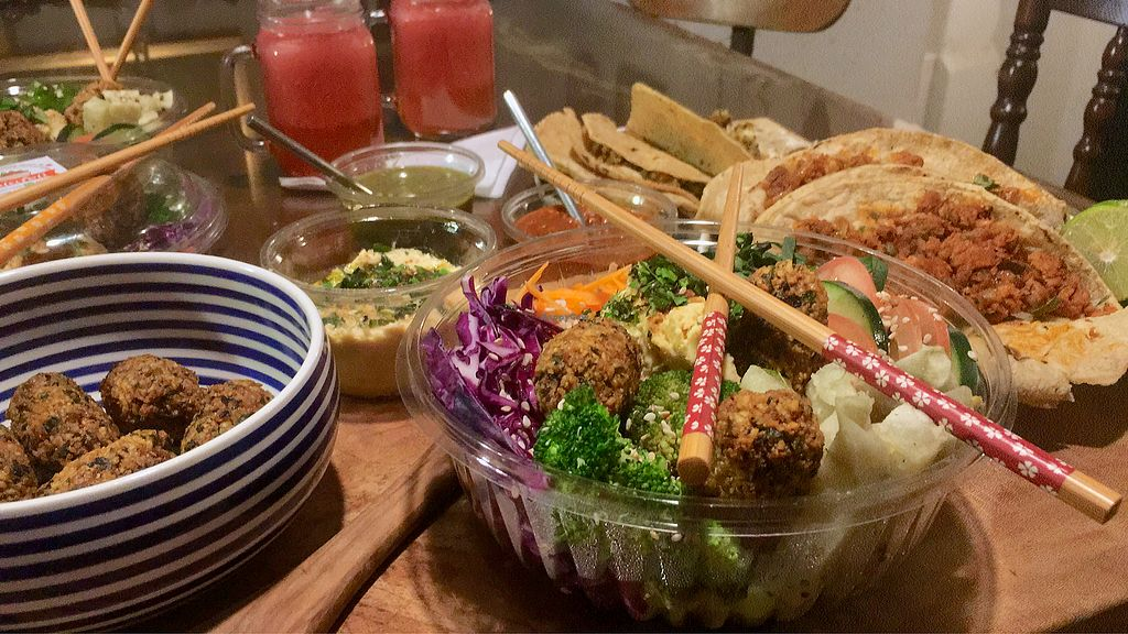 """Photo of Falafeli  by <a href=""""/members/profile/PabloHerreriasAizcor"""">PabloHerreriasAizcor</a> <br/>Falafel goodness. ? <br/> April 12, 2018  - <a href='/contact/abuse/image/117401/384229'>Report</a>"""